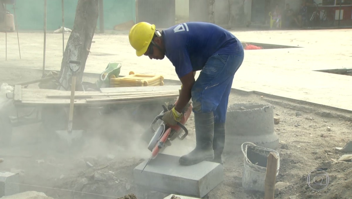 Rio fecha 55 mil vagas formais e construção civil é a 'destruidora de empregos', diz economista