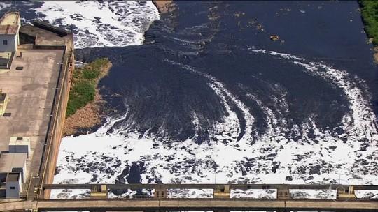 Mancha de poluição do Rio Tietê avança e atinge 163 km, maior extensão em 6 anos