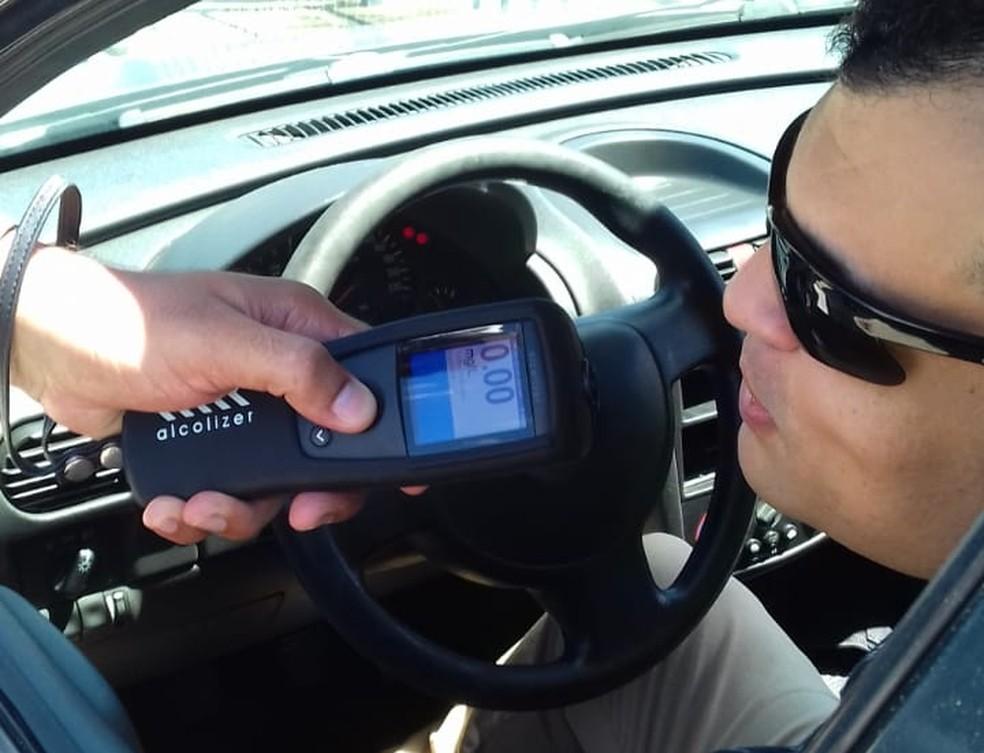 Novo bafômetro usado pela operação Lei Seca do RN, durante testes — Foto: Divulgação