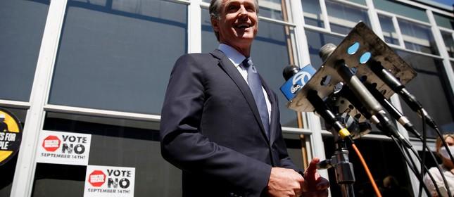O governador da Califórnia, Gavin Newsom, que enfrenta um recall, durante comício de campanha em São Francisco, Califórnia