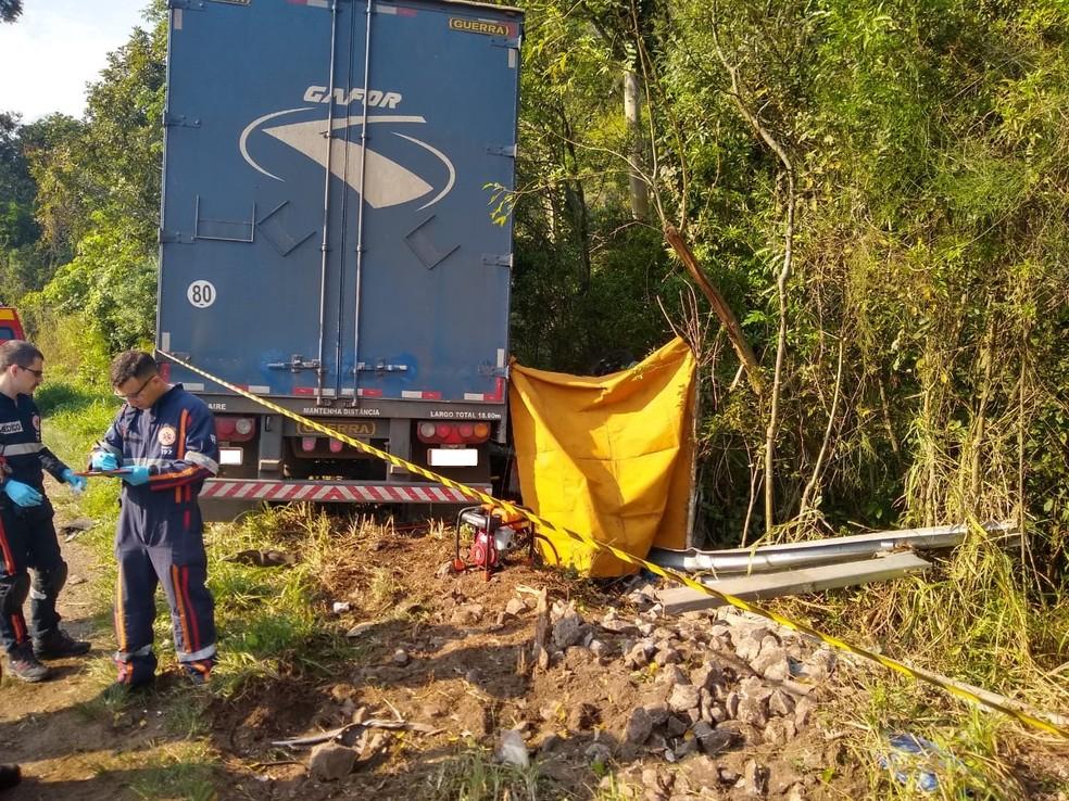 Duas pessoas e um cachorro morreram no acidente — Foto: Divulgação/CRBM