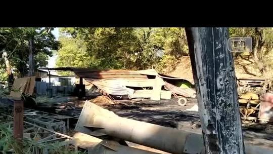 Bombeiros combatem incêndio em depósito da Prefeitura de Ipatinga
