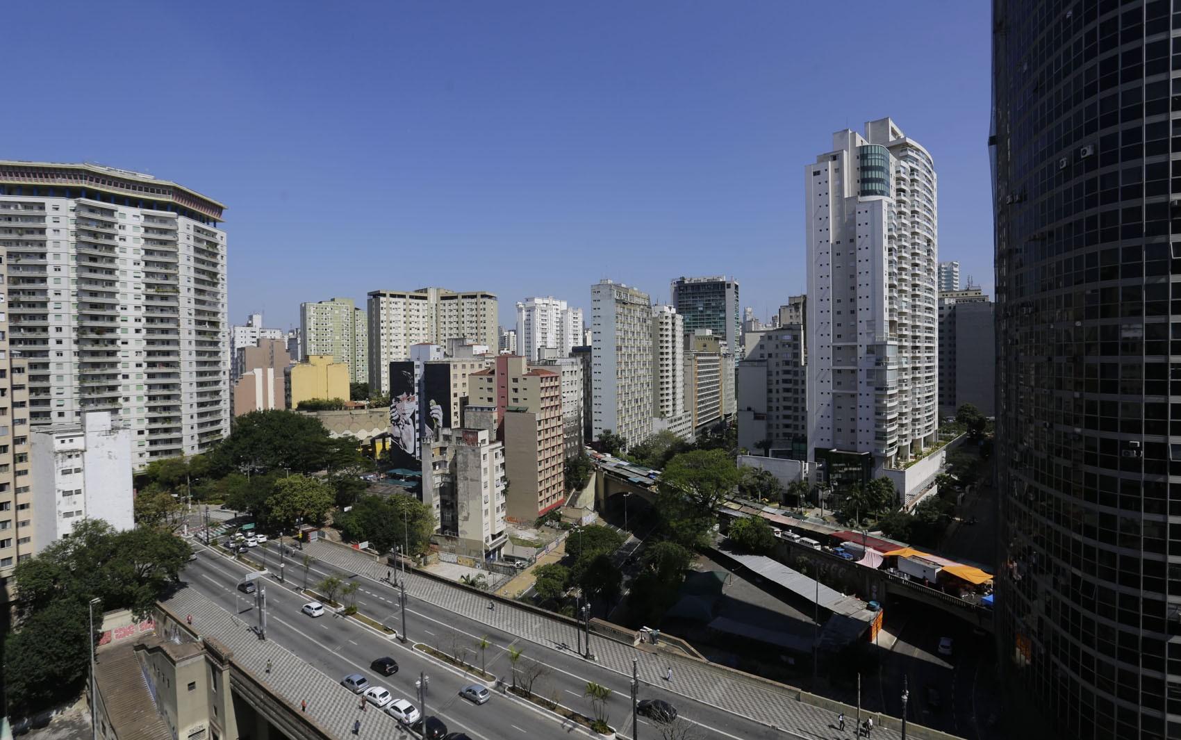 Preço anunciado para alugar imóveis sobe mais que a inflação pelo segundo mês seguido, diz Fipezap