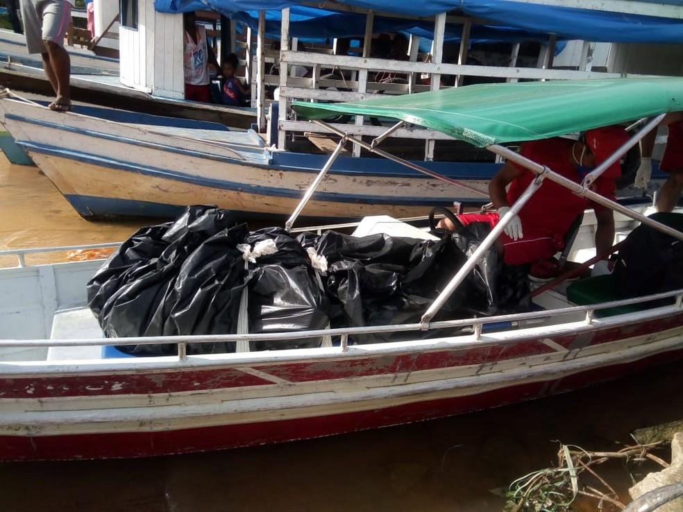 -  Corpo foi encontrado por uma famílias às margens do Rio Trombetas, em Oriximiná  Foto: Márcio Garcia