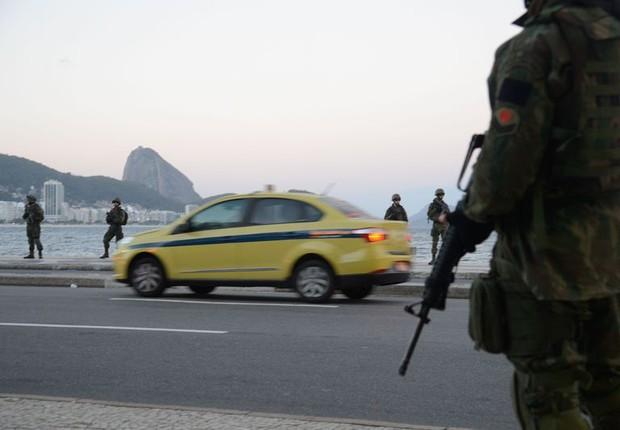 Forças Armadas atuam na segurança pública na praia de Copacaba, no Rio  (Foto: Tomaz Silva/Agência Brasil)