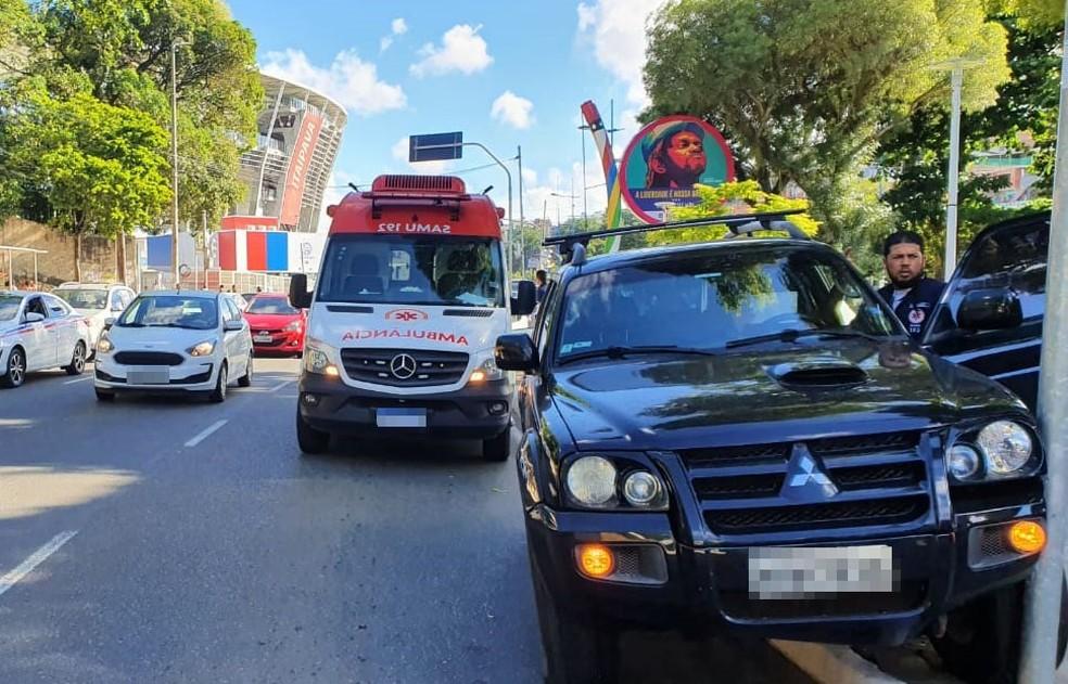Segundo Transalvador, por volta das 7h40,  trânsito estava intenso na via que dá acesso a Lapa, mas sem registro de retenções.  — Foto: Naiá Braga / TV Bahia