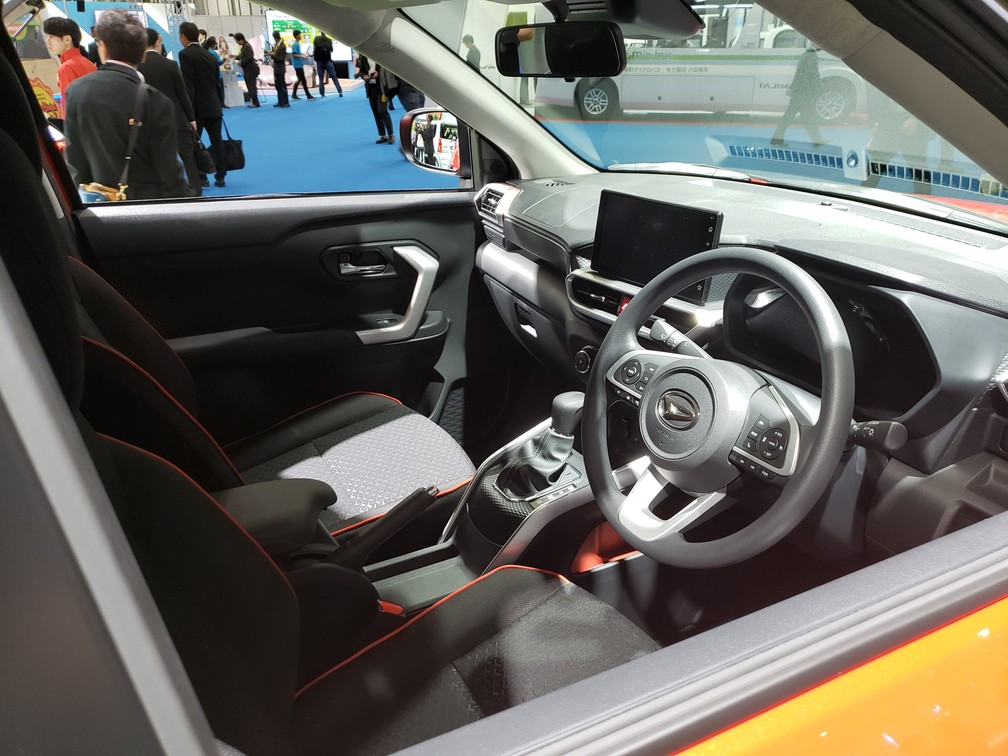 "Interior of model has ""floating"" screen, digital instrument panel and gearshift in high position - Photo: Rafael Miotto / G1"