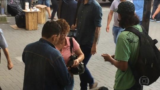 Passageiros da CPTM compram bilhetes mais caro de ambulantes para evitar filas