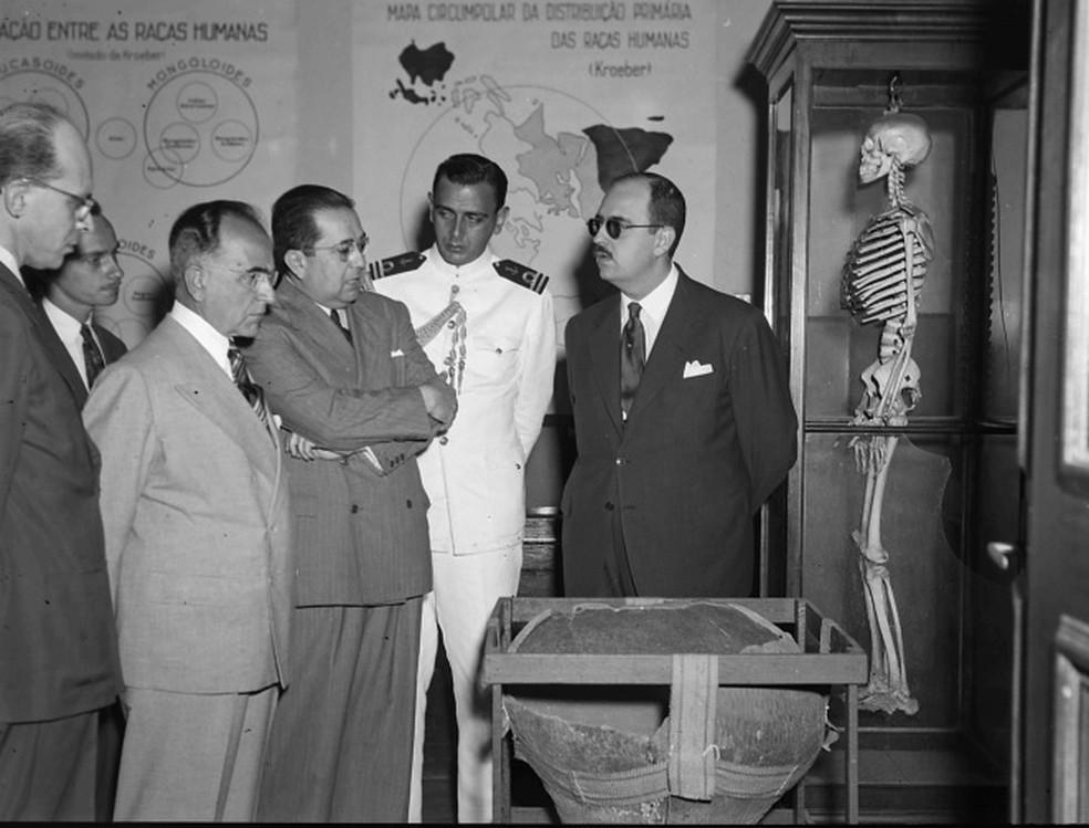 Getúlio Vargas em visita à Faculdade Nacional de Filosofia da Universidade do Brasil, em 1944 — Foto: Divulgação/ UFRJ