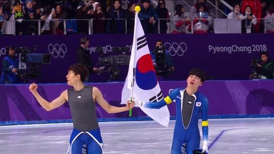 Sul-coreano ganha o ouro na largada em massa masculina e leva arena à loucura