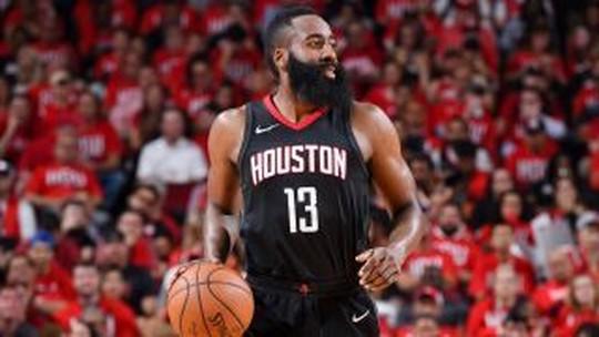 Provocações, árbitro zoeiro e Curry no chão são destaques da segunda de NBA
