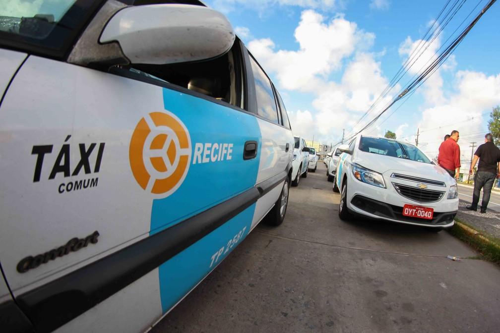 Táxi no Recife — Foto: Marlon Costa/Pernambuco Press