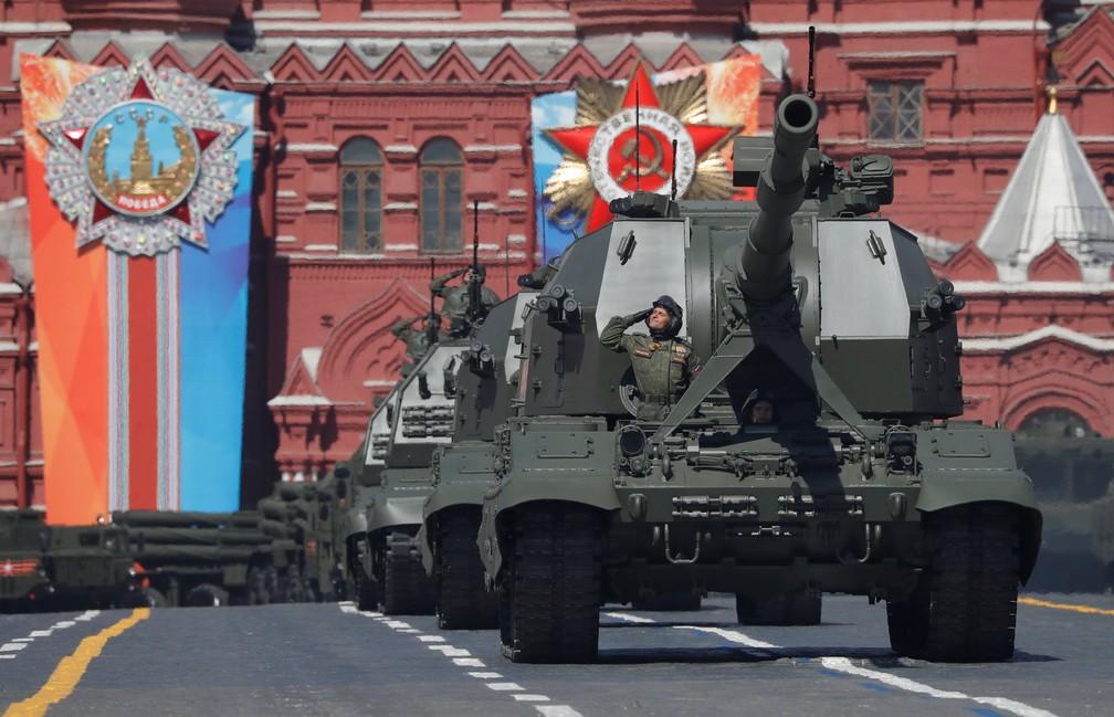 Desfile militar nesta quarta-feira (9) na Rússia lembra o dia da vitória dos Aliados sobre a Alemanha nazista na 2ª Guerra Mundial (Foto: Sergei Karpukhin/Reuters)