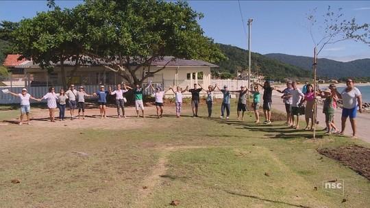 Prefeitura de Florianópolis constrói área de ginástica em terreno e morador arranca estrutura