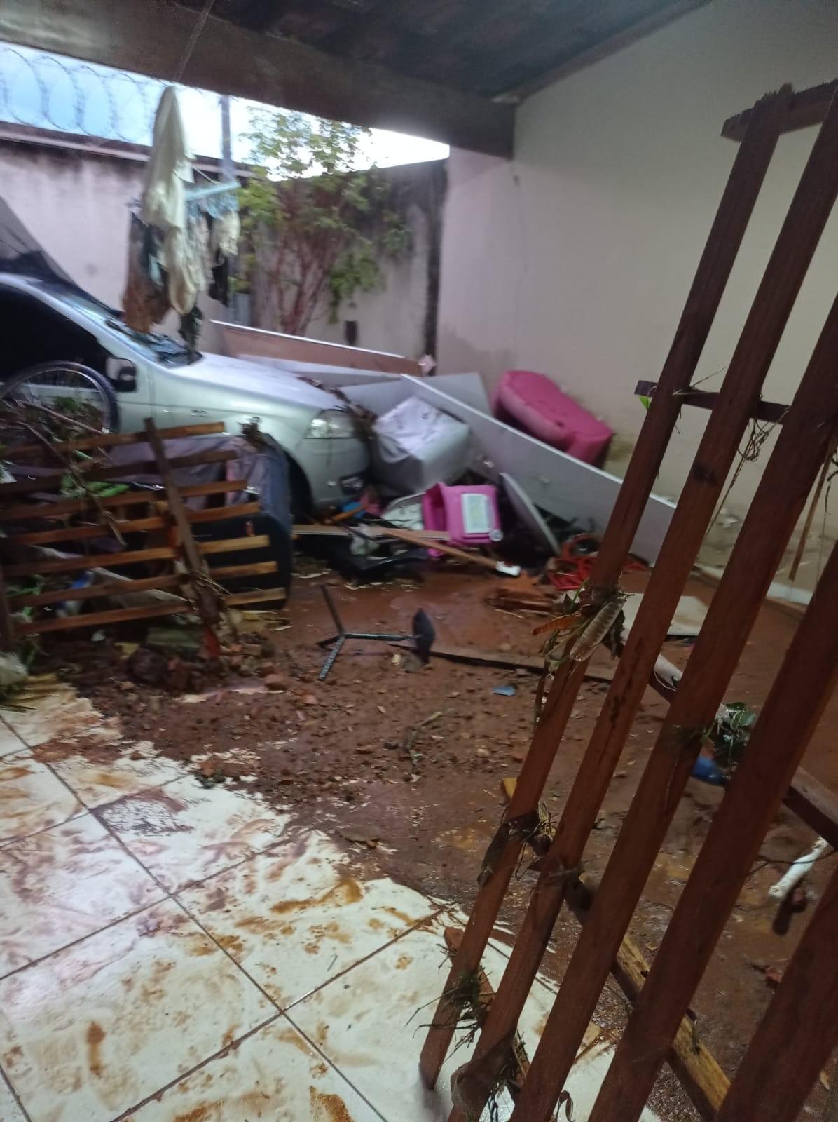 Bombeiros divulgam balanço da chuva em Montes Claros: Corporação recebeu 52 chamados em 30 bairros