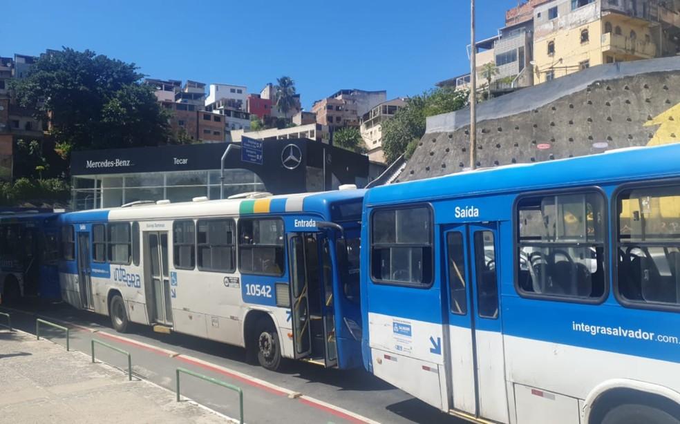 Manifestação dos rodoviários bloqueiam acesso à Estação da Lapa — Foto: Redes Sociais