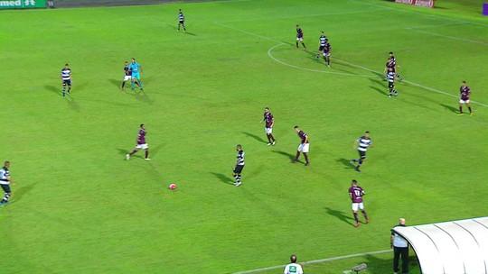 Árbitro acerta cotovelada em jogador do Juventus e é obrigado a interromper jogo contra o XV