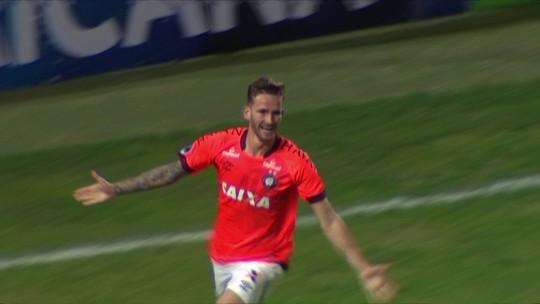 Atlético-PR goleia Peñarol e avança na Copa Sul-Americana