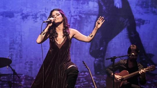 Emanuelle Araújo lança 1º disco solo e fala sobre show: 'Muito feliz!'