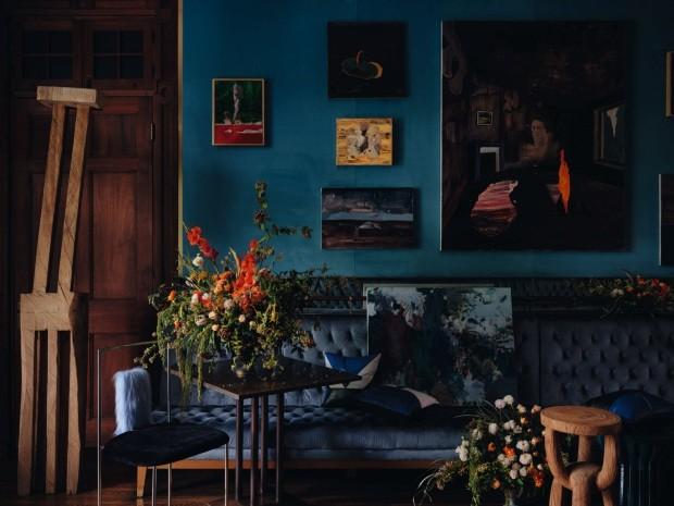 3 jeitos de decorar a sala com cores escuras (com sugestões de produtos!) (Foto: Photography by Jonathan Leijonhu)