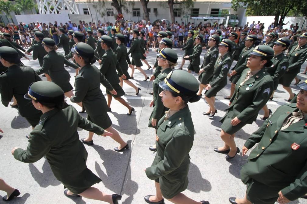 Integrantes das Forças Armadas participam de desfile cívico-militar pelo dia 7 de Setembro, na Zona Sul do Recife (Foto: Marlon Costa/Pernambuco Press)