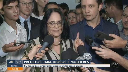 Ministra Damares visita Balneário Camboriú para lançamento de programa de envelhecimento saudável