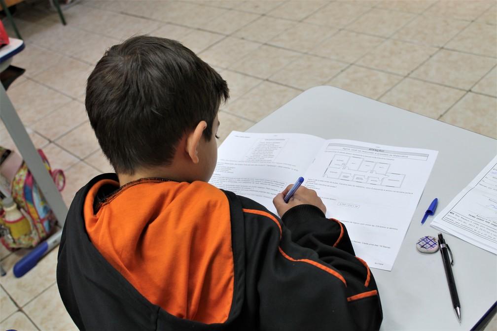 Prova Paraná foi aplicada em todas as escolas das redes estadual e municipal — Foto: Divulgação/SEED