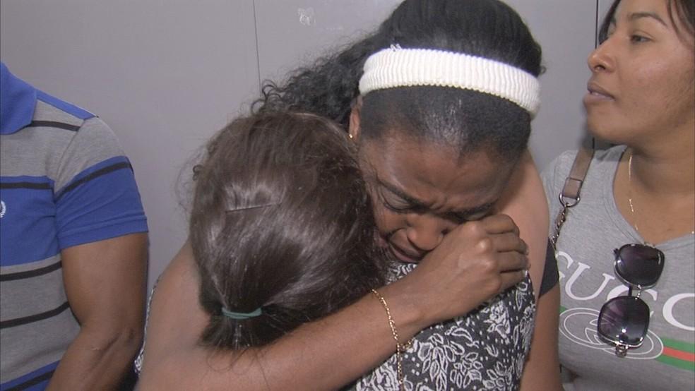 Cubanos se emocionaram durante despedida em Campo Limpo Paulista — Foto: Reprodução/TV TEM