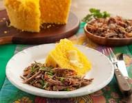 Fácil de preparar, cuscuz com carne desfiada tem gostinho brasileiro