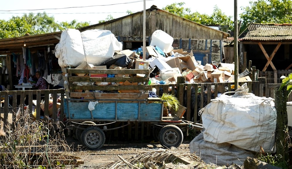 Procurador diz que a participação direta dos moradores no ciclo do lixo é o melhor caminho (Foto: Weliton Martins/RPC)