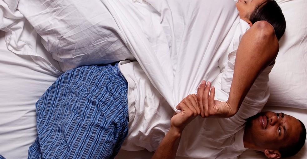Fatores como hormônios e gordura corporal também explicam por que mulheres sentem mais frio. (Foto: BBC Brasil)