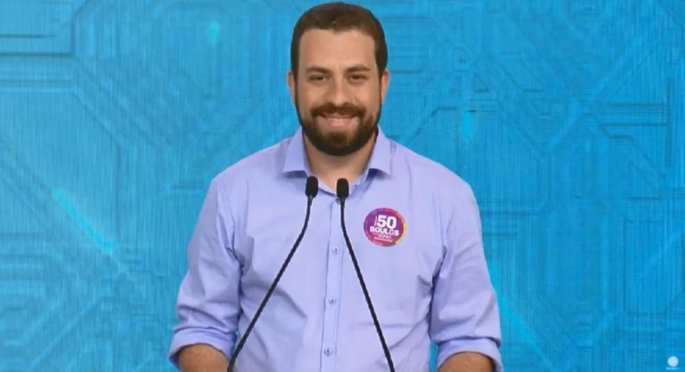 O candidato do PSOL à Presidência, Guilherme Boulos, no debate da Rede Record — Foto: Reprodução