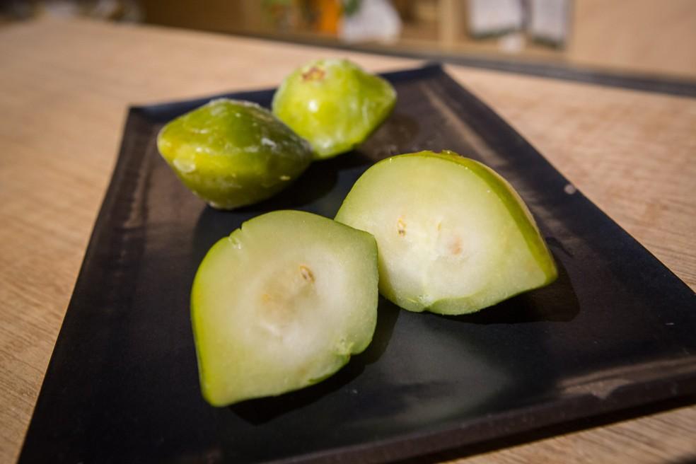 Cambuci é fruta típica da Mata Atlântica — Foto: Fábio Tito/G1