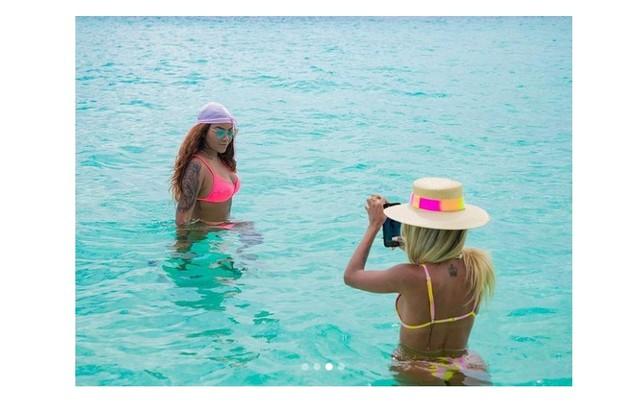 Ludmilla e a namorada, Brunna, curtem as ilhas nestes primeiros dias de dezembro e fazem um diário de bordo (Foto: Reprodução)
