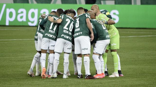 Time do Palmeiras antes de jogo contra o Corinthians