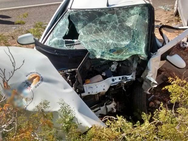 Carro estava com quatro pessoas e três morreram na BR-110 (Foto: Divulgação/PRF)