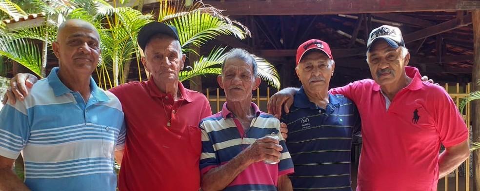 Laudelino, irmãos e sobrinhos em Tupã — Foto: Arquivo pessoal