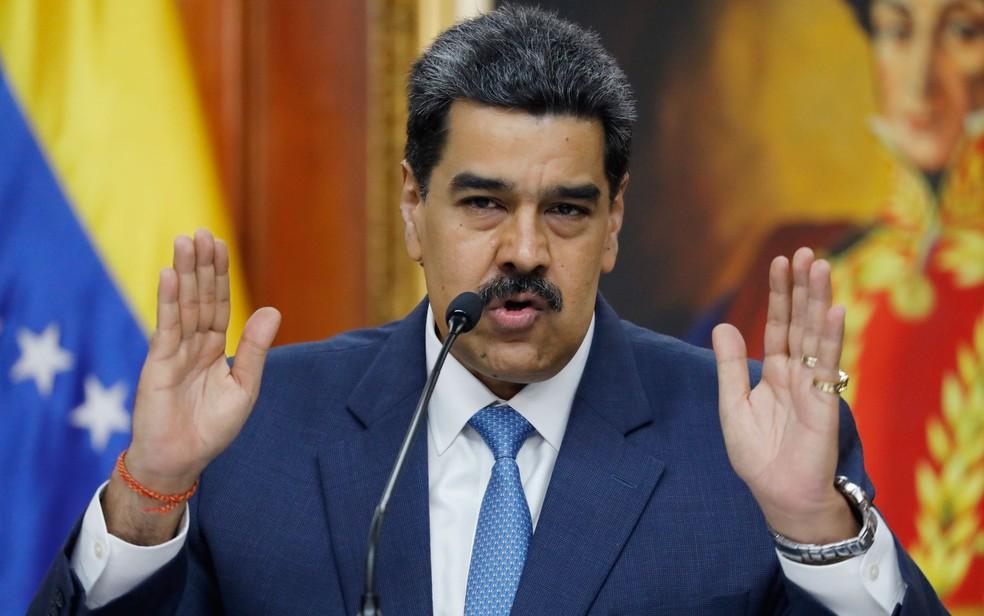 O presidente da Venezuela, Nicolás Maduro, durante entrevista coletiva em Caracas, no dia 14 de fevereiro — Foto: AP Photo/Ariana Cubillos