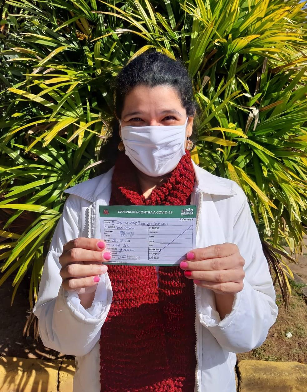 Elaine Souza no dia em que tomou a imunização contra a Covid-19 — Foto: Elaine Souza/Arquivo Pessoal