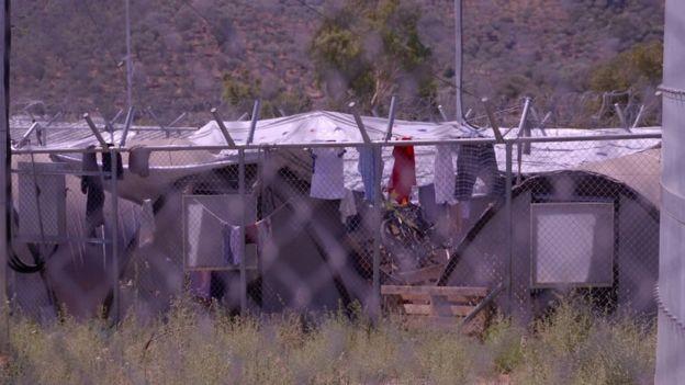 Governo grego diz não ter recursos para melhorar condições de vida no campo de refugiados (Foto: BBC)