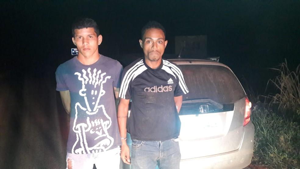 Jovens foram presos suspeitos de matar policial civil aposentado em Nossa Senhora do Livramento — Foto: Polícia Rodoviária Federal de Mato Grosso/Divulgação