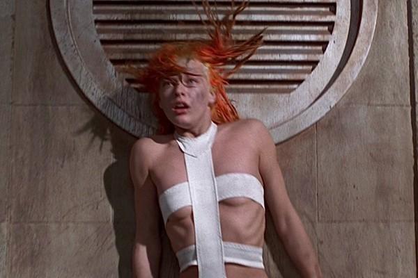 A atriz Milla Jovovich em cena de O Quinto Elemento (1997) (Foto: Reprodução)
