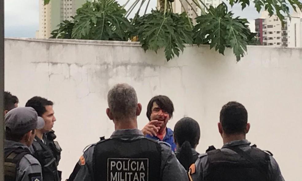 Delegado Francisco Kunze foi agredido com pedradas na cabeça após discussão em Cuiabá — Foto: Divulgação