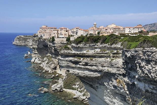 Cidadela de pedra em cima do mar (Foto: Divulgação)