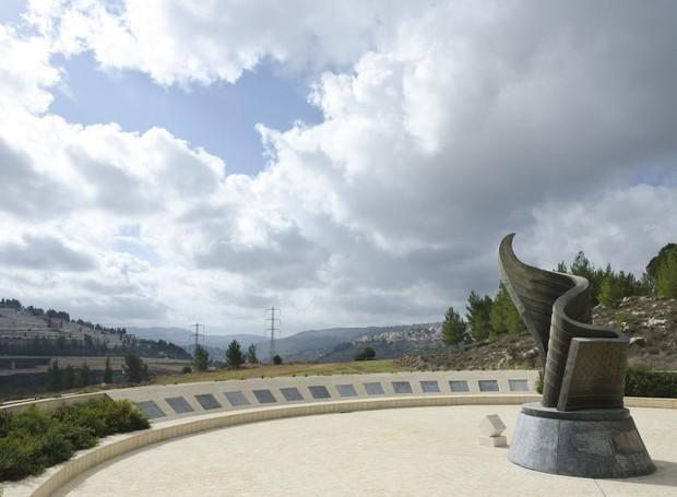 Fora dos Estados Unidos, Jerusalém abriga um monumento em forma da bandeira americana (Foto: Getty Images/ Reprodução)