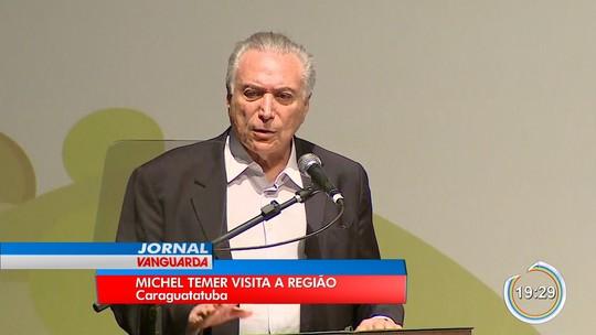 Com protesto, Temer entrega regularização de imóveis em Caraguá