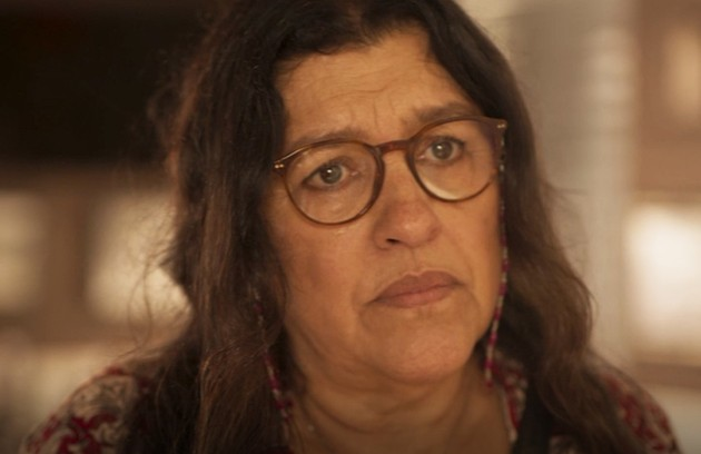 No sábado (4), Lurdes (Regina Casé) estranhará o comportamento de Vitória (Foto: Reprodução)