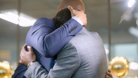 Magic Johnson e Isiah Thomas se emocionam em reconciliação