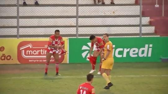 Na Série C, Ibson leva cartão amarelo por trocar de calção à beira do campo