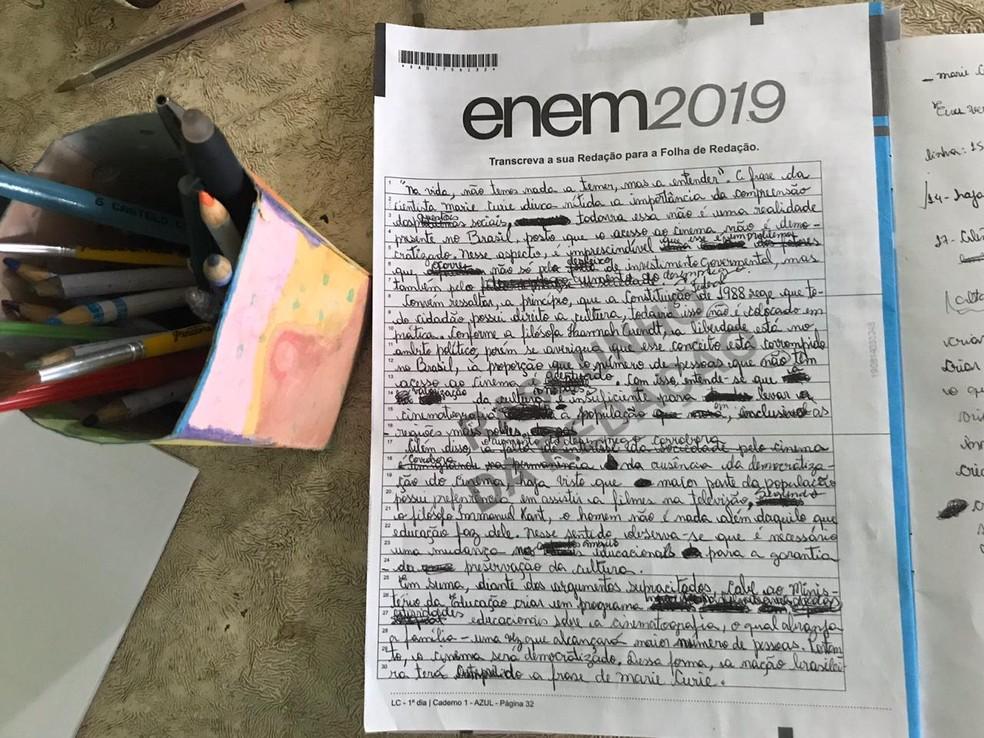 Imagem mostra o rascunho da redação feita por Keyti — Foto: Yago Oliveira/G1